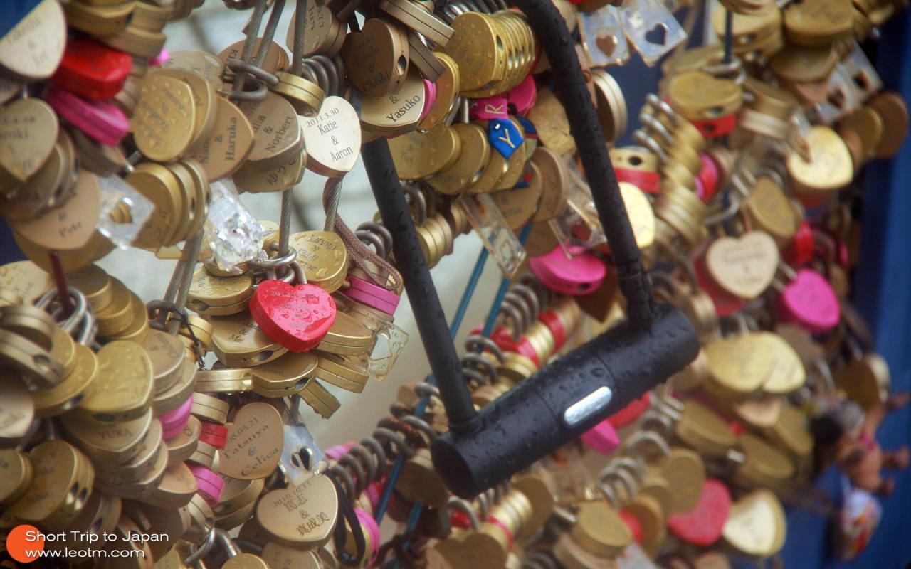 在楼顶锁心愿锁都地方发现了这个……哥们你的爱大概谁也抢不走吧……