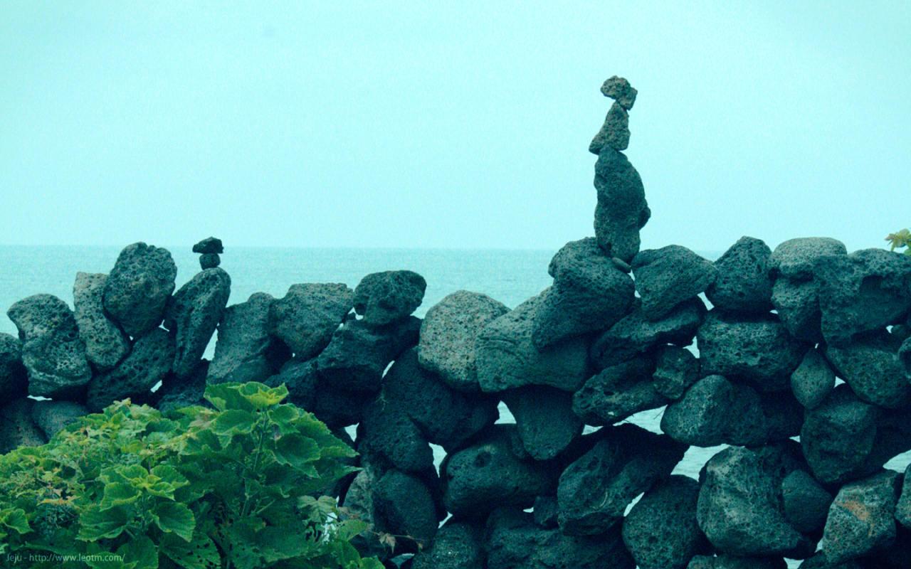 海边有很多这样垒砌的石块,大概是祈福出海平安的意思吧