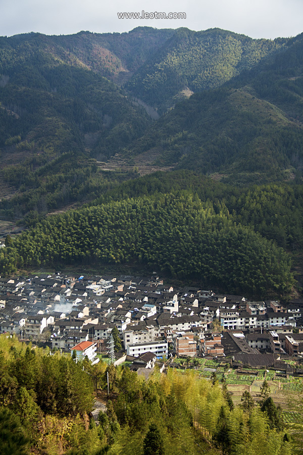 从揽翠亭远眺整个月山村