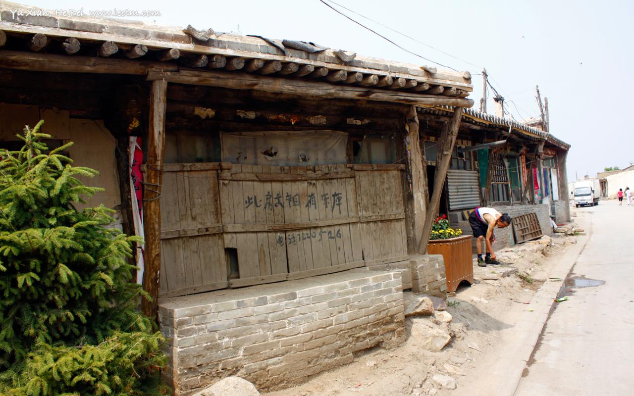 相比较10年,蔚县的老城维修的越来越好了,路面也做了很多硬化的工作,黄泥路已经只能在小巷子里才会出现。