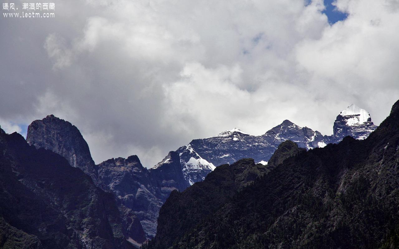 景区出来又看到一座雪山