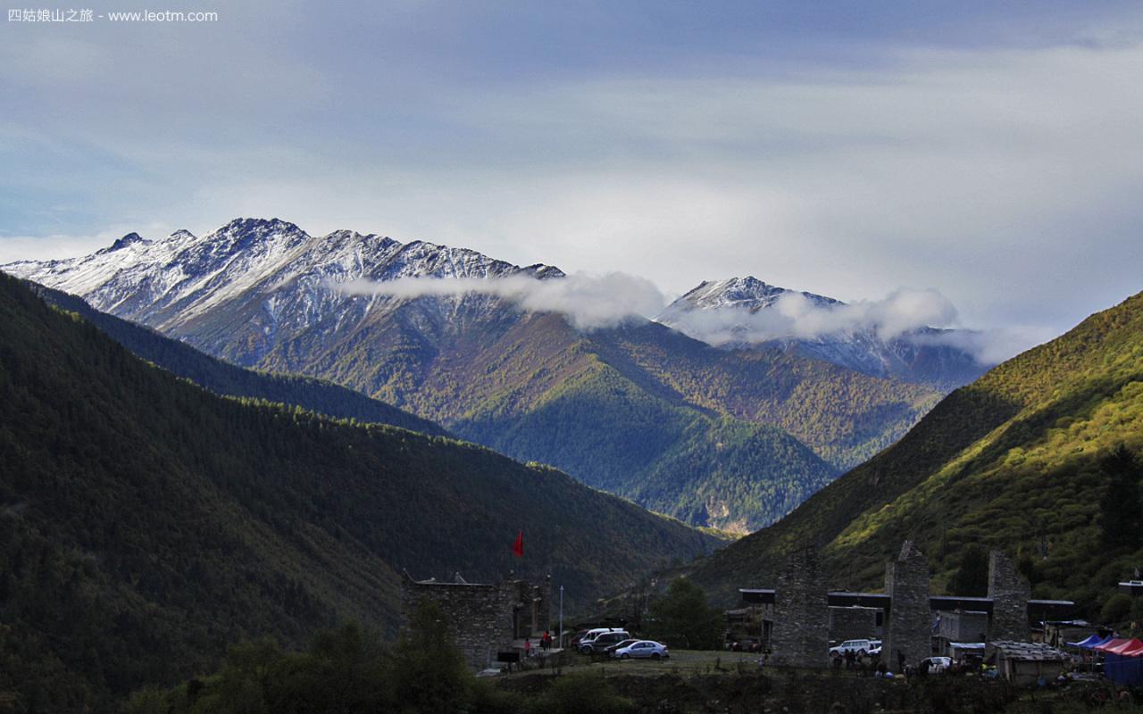 对面的雪山