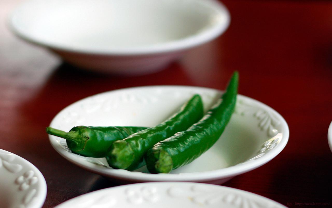 生尖椒,谁能告诉我正确的吃法,生吃试过了,太辣……