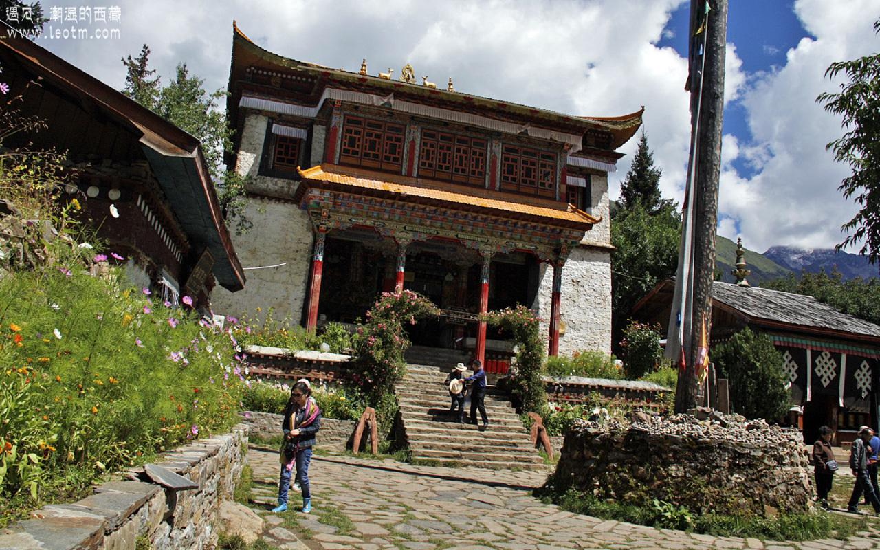 湖心岛上的寺庙