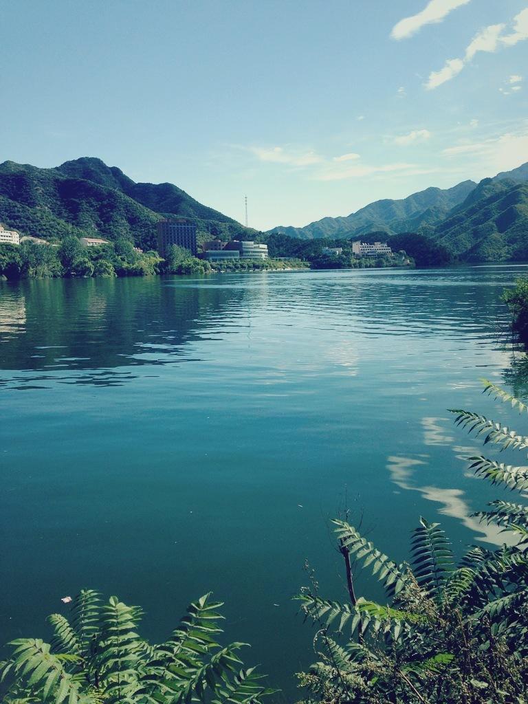 第二天返程途经的雾灵湖