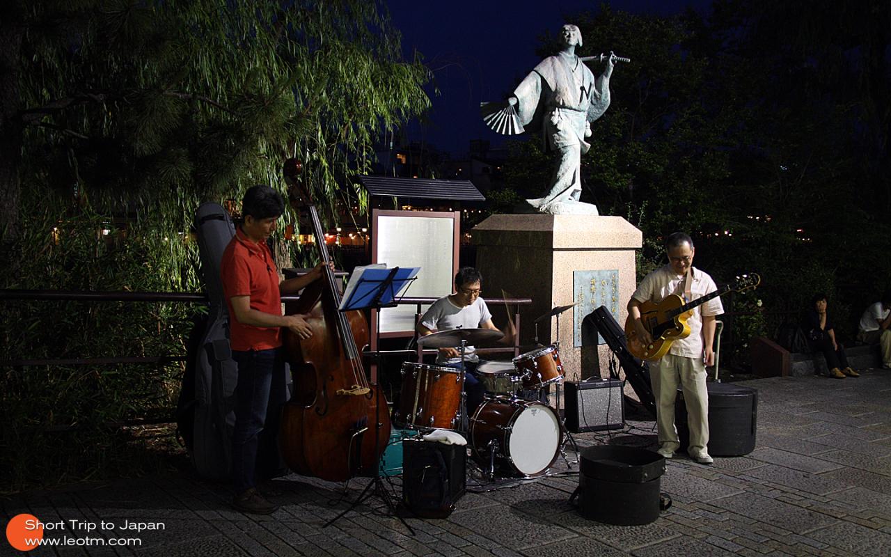 街头表演Jazz音乐的大叔们,非常有专业素养