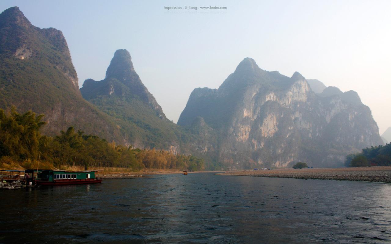 前面的山就是九马画山,不过想象力匮乏的我实在是数不出来那么多匹。