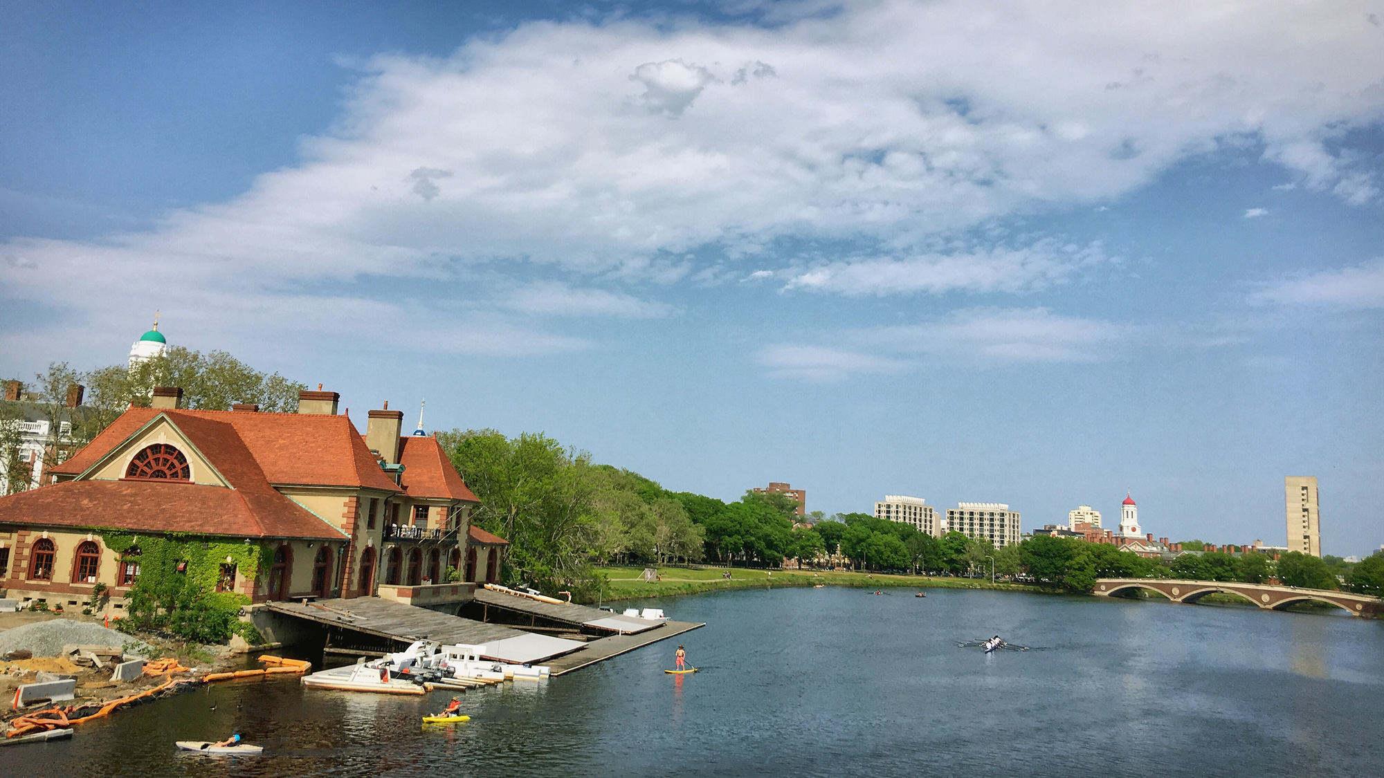 查尔斯河,以及哈佛校园,这个建筑是赛艇码头