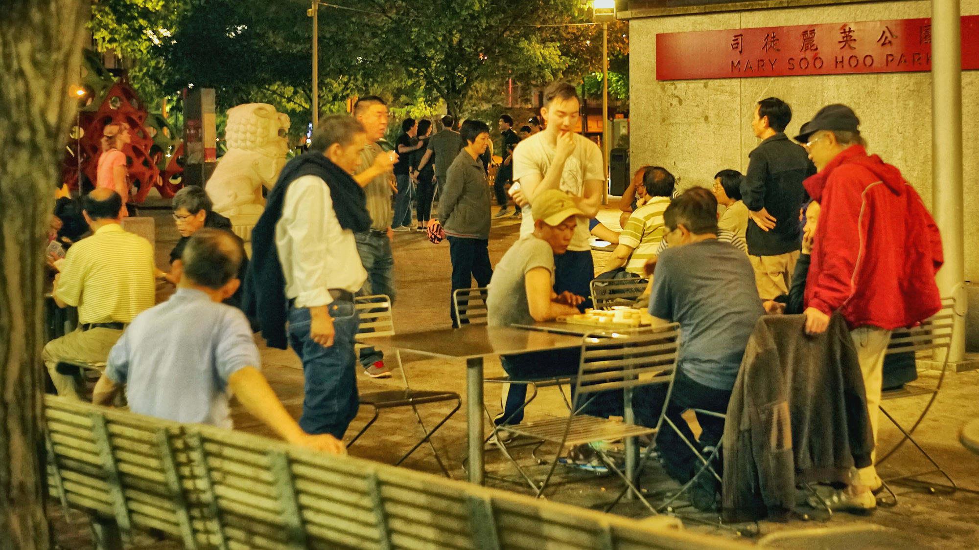 唐人街,打牌的华人