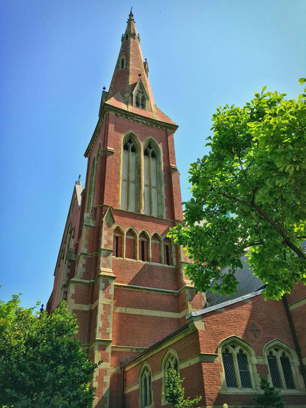 路边的一座教堂