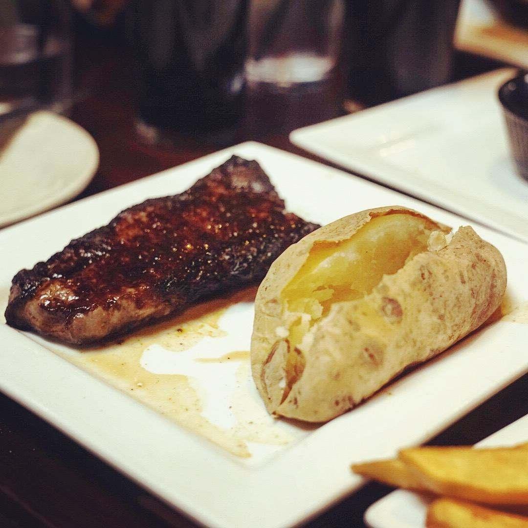 牛排和烤土豆