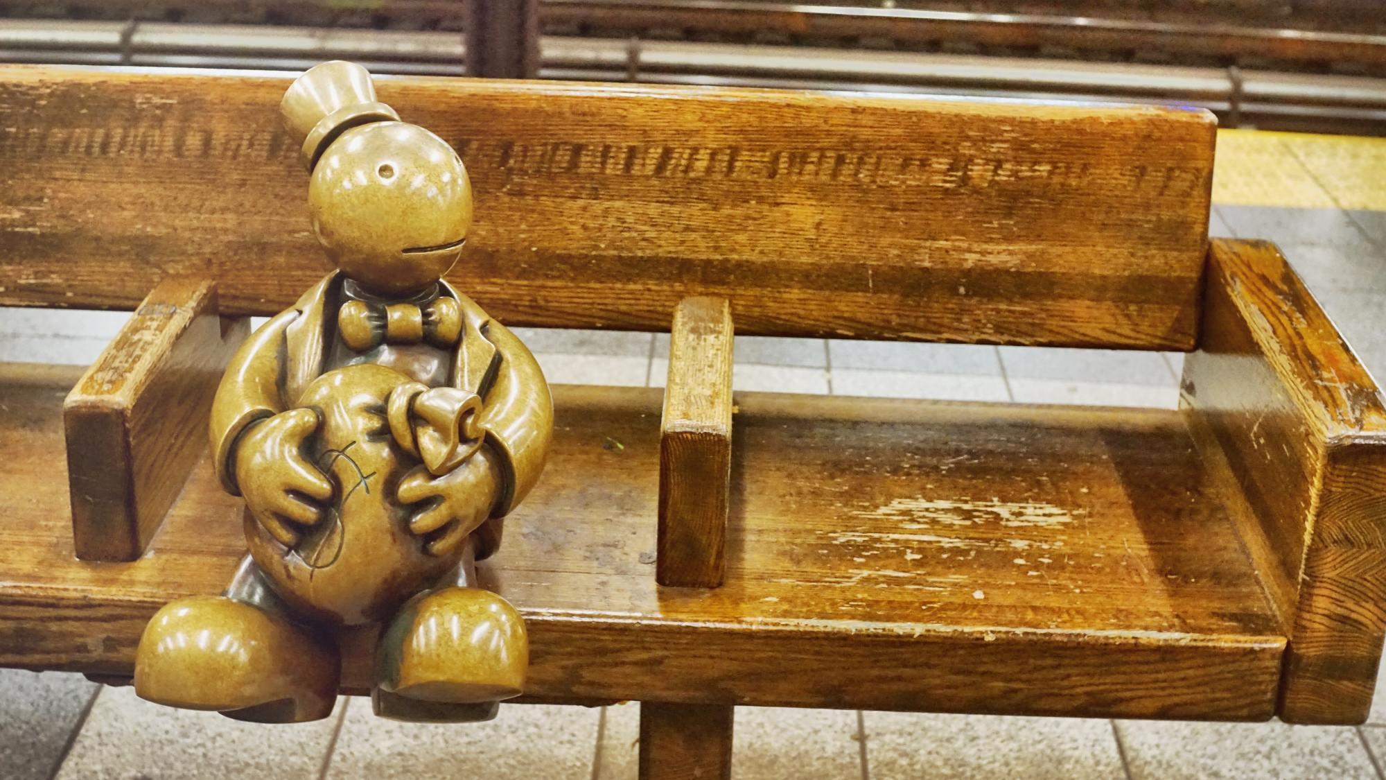 地铁里的小雕塑