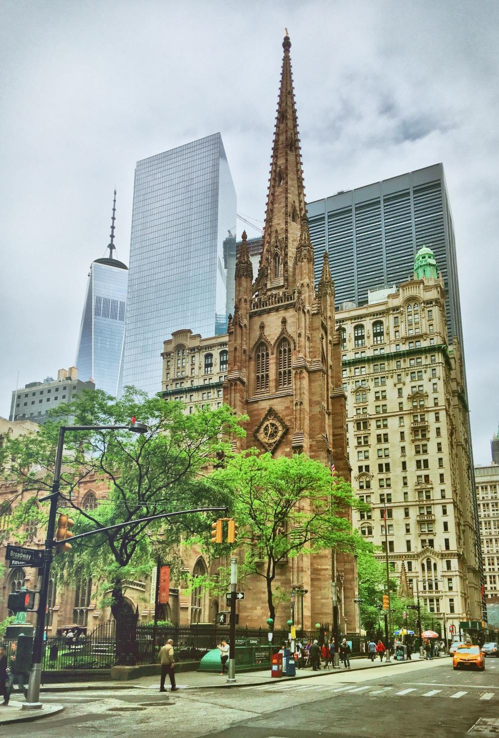华尔街一头正对着的教堂