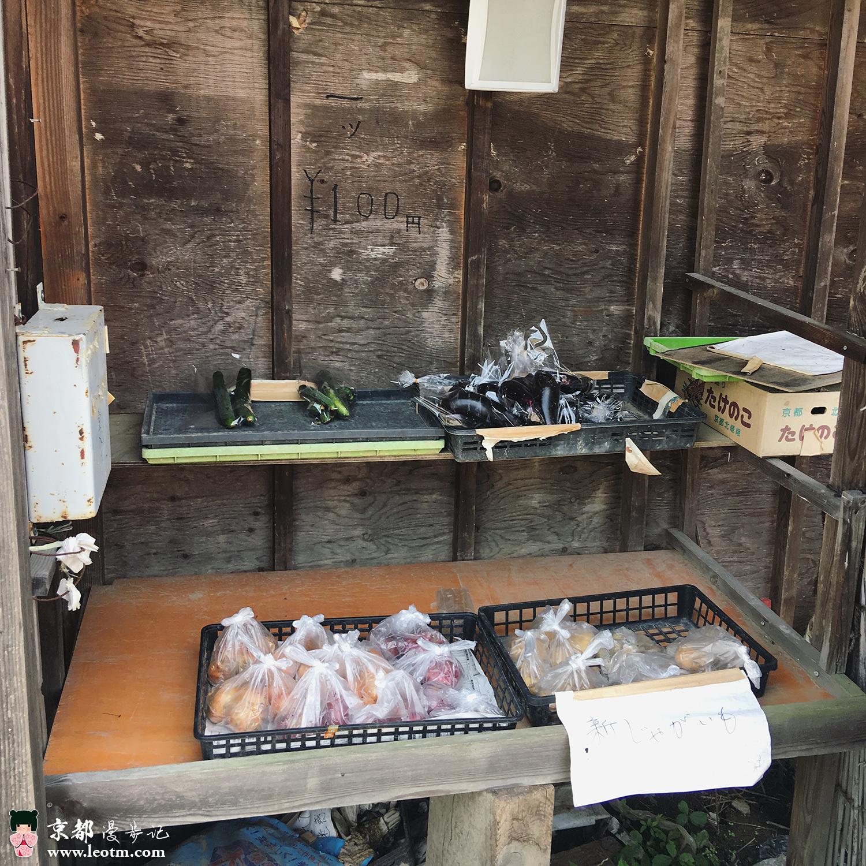 从龙安寺徒步到大觉寺,路边的自助蔬菜摊